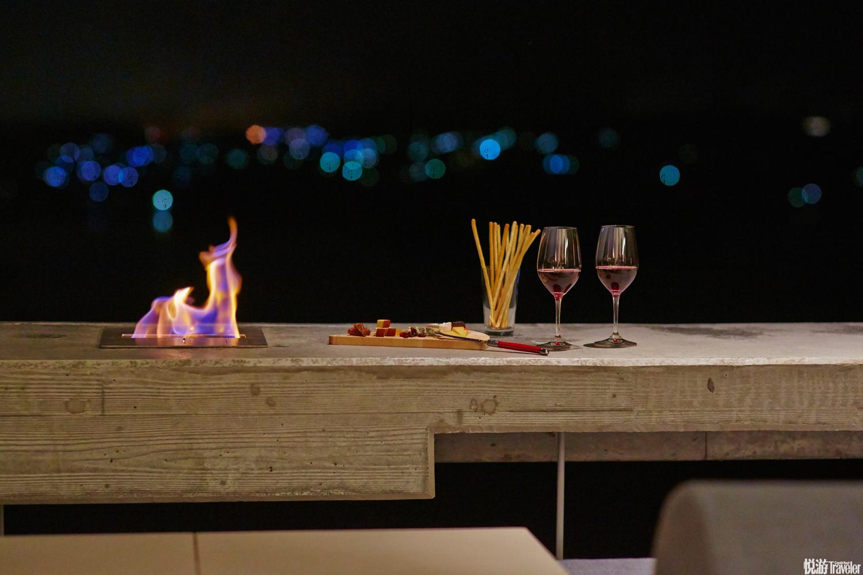 除戶外晚餐、房內早餐外,Cloud Terrace上午提供多種手沖咖啡,下午變身甜品站,晚上又成了一個小小的酒...