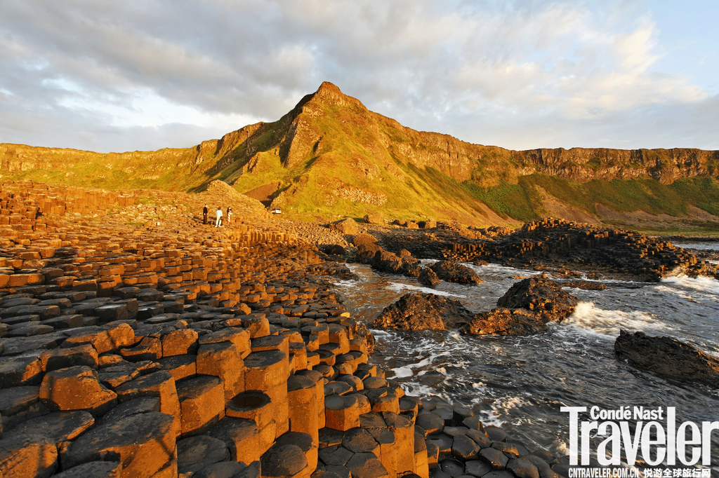 北爱尔兰沿海巨人堤道对于美剧《权力的游戏》的粉丝来说,这条公路,他们一定不会陌生。在英国北爱尔兰的...