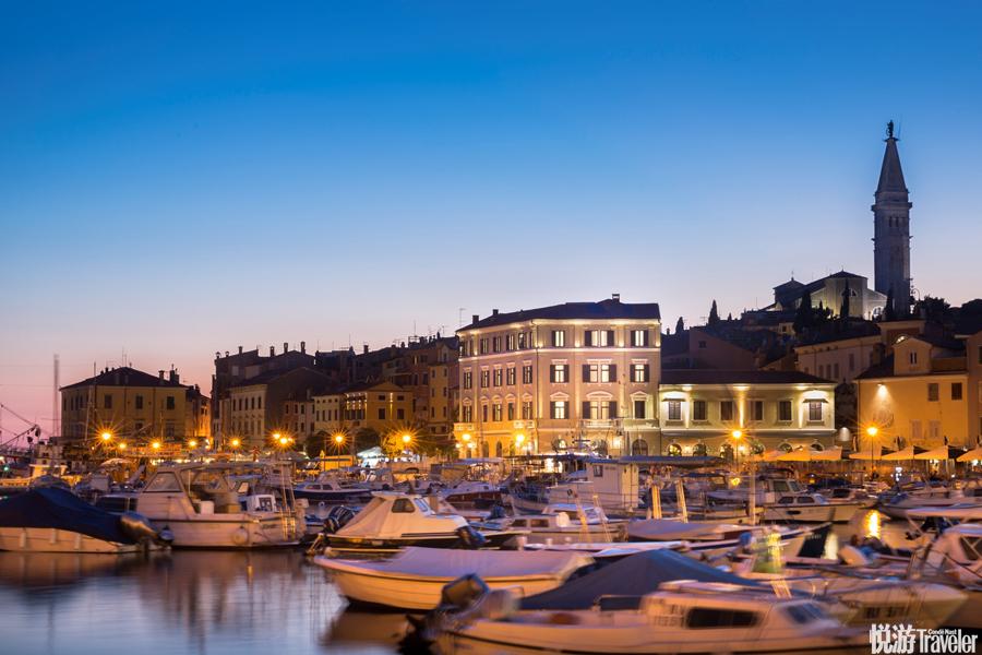 Hotel Adriatic:這座具有百年歷史的酒店地處羅維尼(Rovinj)的核心地帶,坐擁當地最絕殺的視角,同時又...