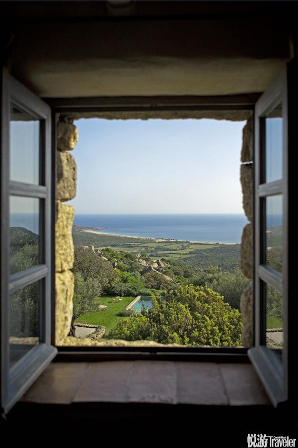 """法国 科西嘉岛Domaine de Murtoli酒店:从A Liccia(科西嘉语""""橡树""""之意)别墅中看到的风景相当不错。..."""