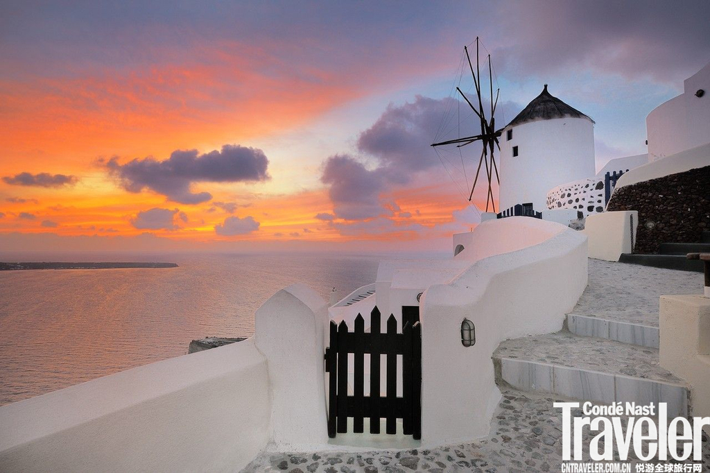 希腊,圣托里尼岛希腊最迷人的地方就是岛屿,圣托里尼岛更是其中最有魅力的一座。坐落在爱琴海海岸,岛上...