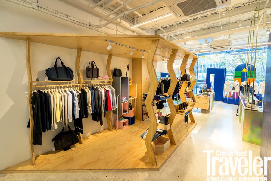 The Backroom。The Backroom是由时尚媒体人唐霜与先生梁家俊联手打造的生活良品买手店,一直是对生活讲究...