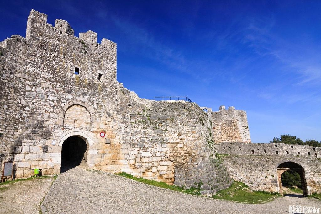 培拉特(Berat),阿尔巴尼亚培拉特是位于阿尔巴尼亚的小镇,曾一度是拜占庭帝国的边界地带。这儿的一座...