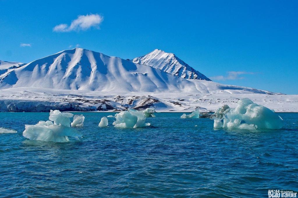 斯瓦尔巴德(Svalbard),不带枪不能随便上山——即使那些山看起来都光秃秃的。雄北极熊饿极了时连小熊都...