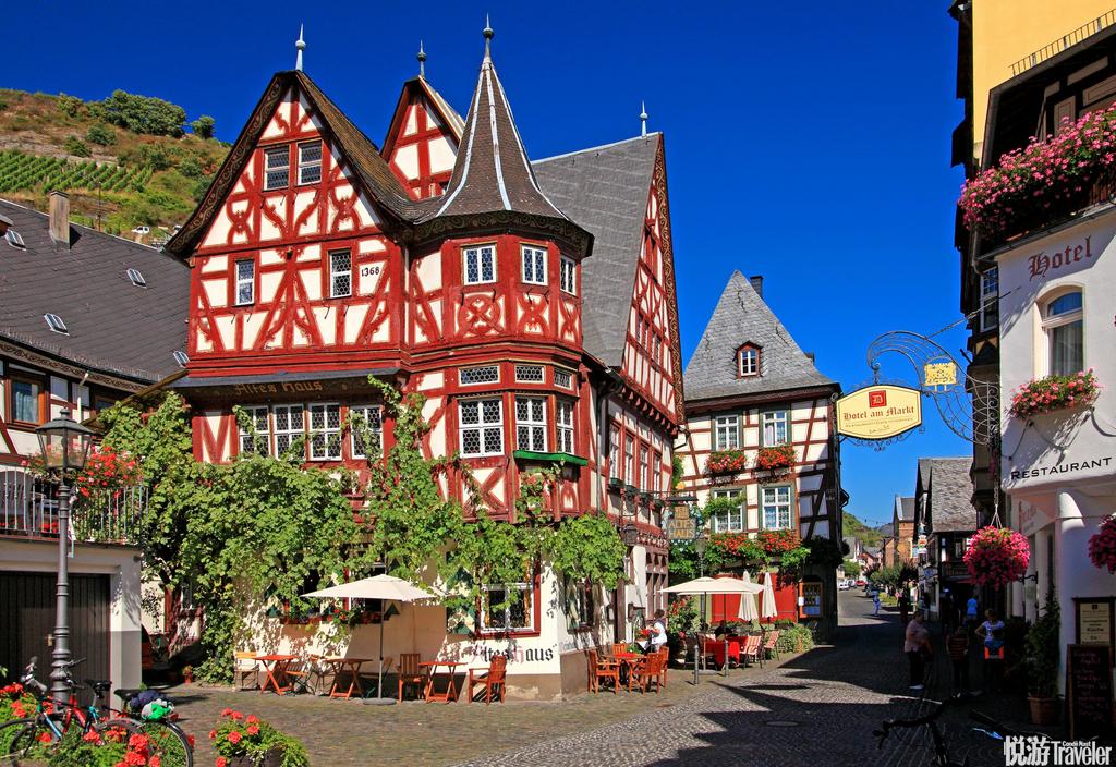 巴哈拉赫镇(Bacharach),这个迷人古镇本身就像是一本活的历史书:1213年建的城门,坍塌了400年的教堂...
