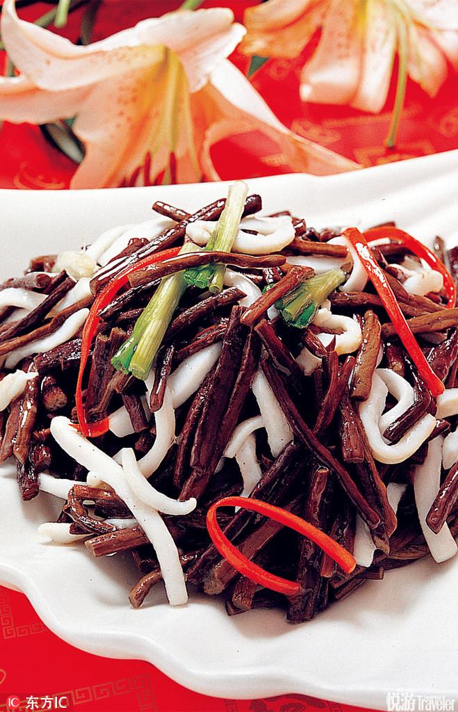 蕨菜。蕨菜可能是湖南山区最常见的美味野菜之一了,城里人不必去乡村农家乐就可尝到,因为许多餐馆都会在...