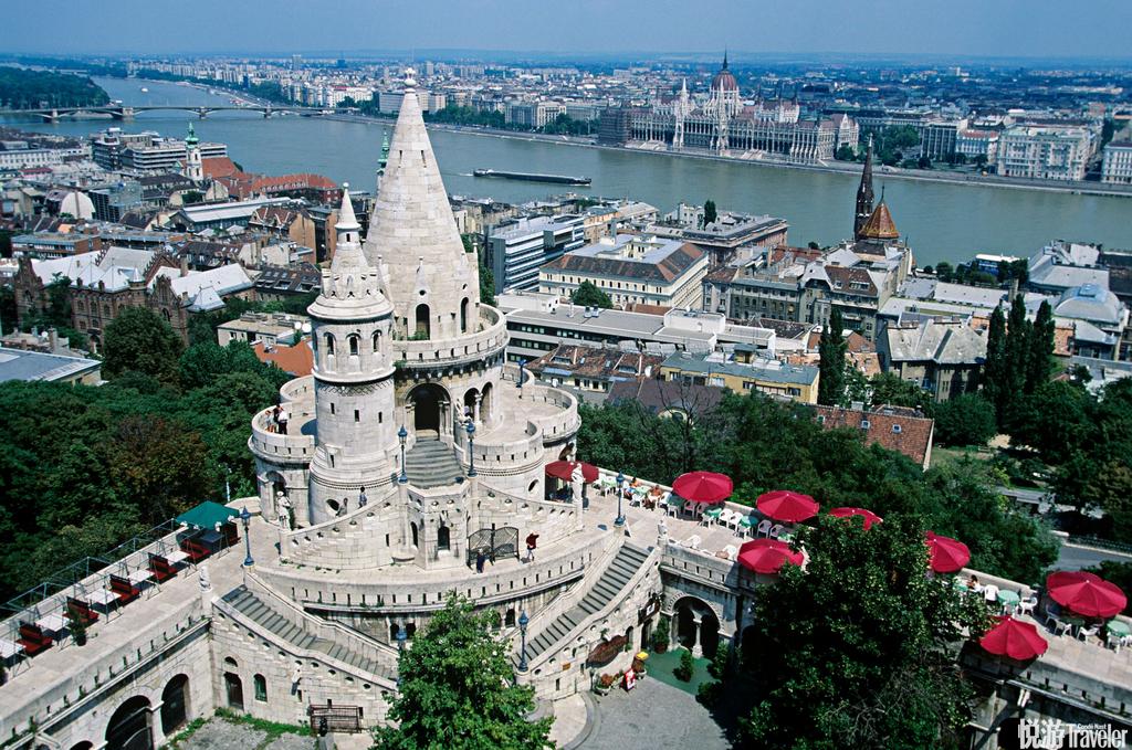 漫步在布达佩斯的街头,虔诚的教堂、古老的城堡、美丽的多瑙河...总会不经意间闯入你的视线,各种哥特式...