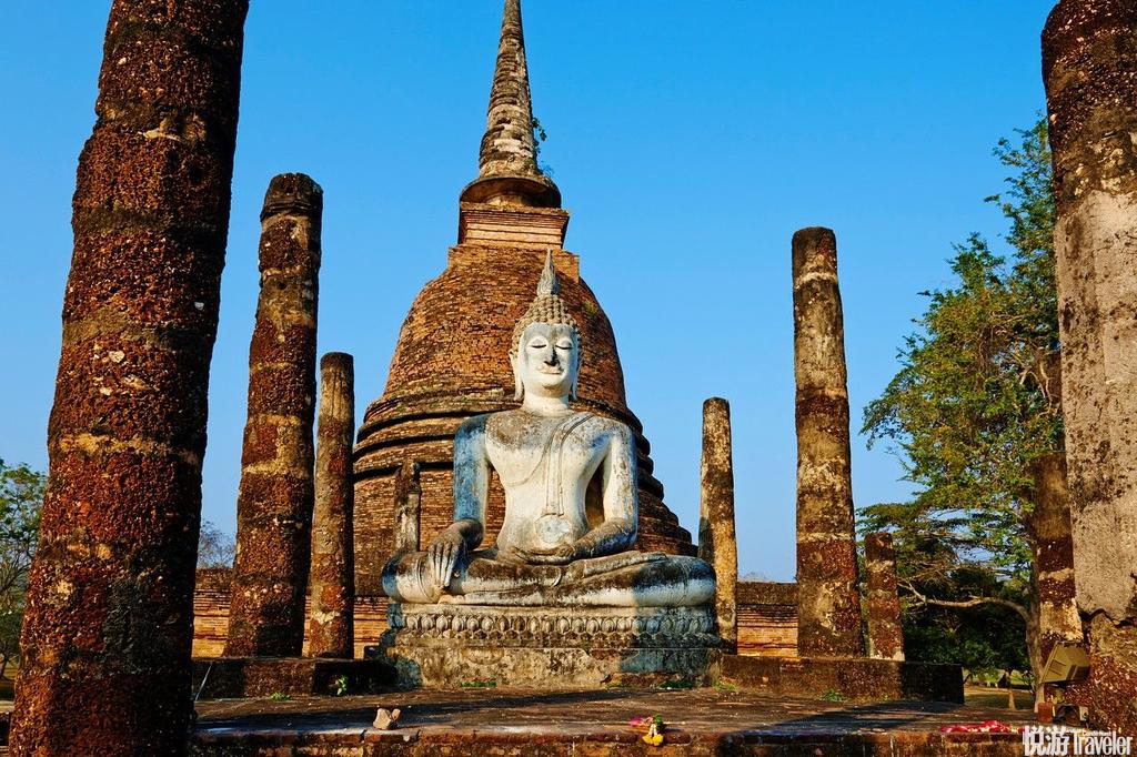 素可泰 (Sukhothai)在历史的演变过程中,这里扮演着一个非常重要的角色,同时也遗留着昔日的佛寺和宫殿...