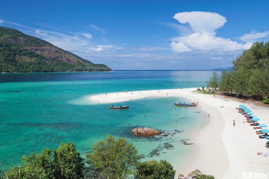 丽贝岛(Koh Lipe)在日出海滩,分享受隐秘与空旷,这里没有汽车和人流的纷扰,也没有其他海滩常见的热烈...