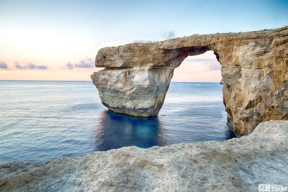 """3月8日,马耳他最为著名的景点之一,曾在《权力的游戏》、《诸神之战》中均作为重要场景出现的""""蓝窗""""在..."""