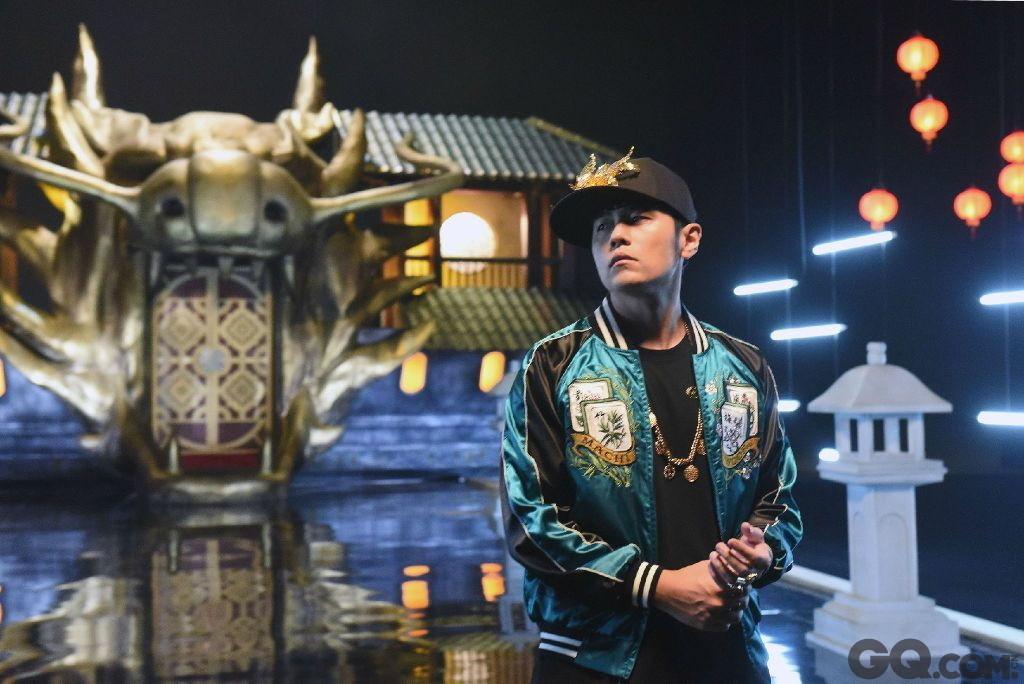 香港90年代出现刘德华、张学友、郭富城、黎明。他们以各自非凡的魅力在华语歌唱历史上写下了重要的一笔。他们被统称为四大天王。现如今随着新兴力量的崛起,新四大天王已逐渐取代他们在华语乐坛的地位。今天就为大家公布新四大天王的排名,不只是否是你心中所想?我们只能感叹时光流逝!