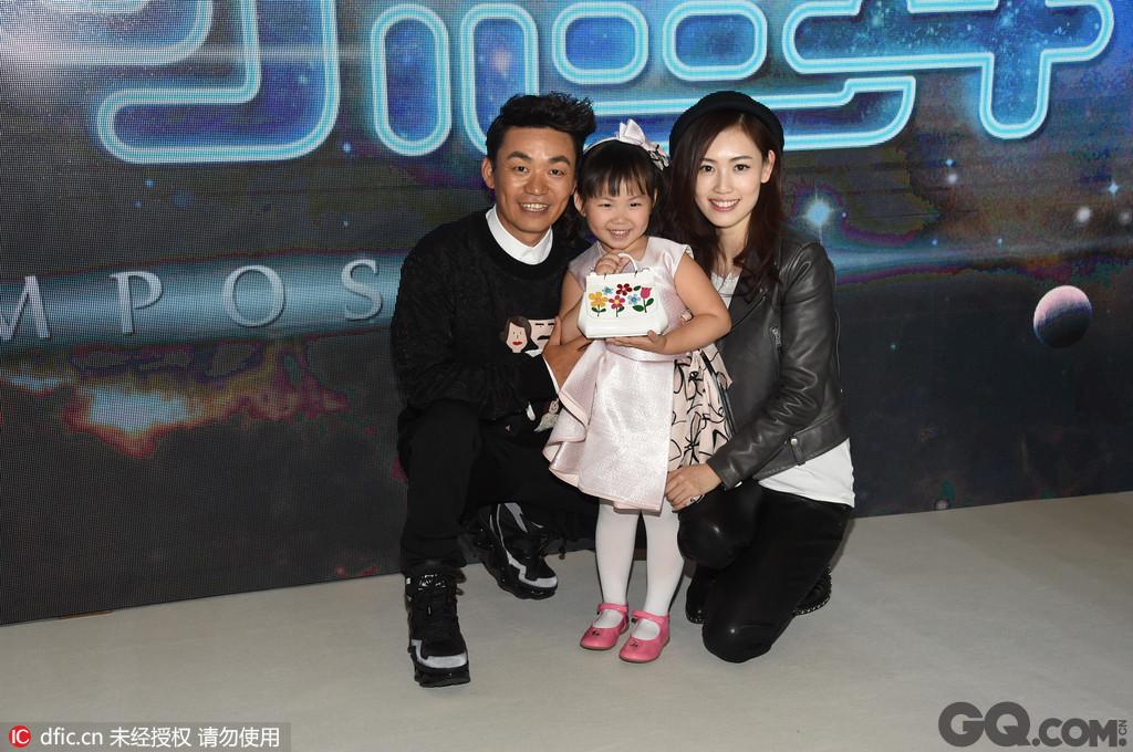王宝强的老婆马蓉也是他粉丝,两人相识于一次活动。王宝强其貌不扬,演的戏也不多,但作品非常火。小编特喜欢他在《泰囧》中的扮相。