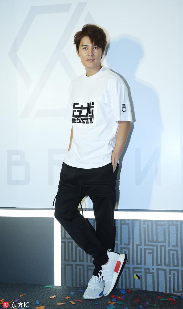 日前,歌手吴克群被曝失聪,一时间引来网友热议,不少网友都表示很担心吴克群的近况。