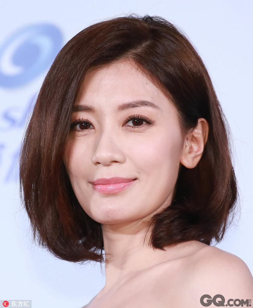 """日前,贾静雯在微博宣布三女儿BoBo出生,老公修杰楷转发并写下:""""Bo妞欢迎加入,老爸已经准备好了。"""""""