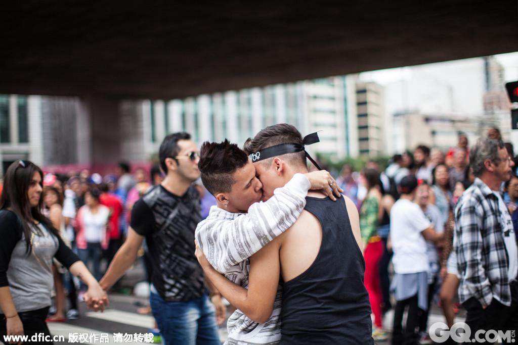 圣保罗同性恋大游行始于1997年,每年6月举行,这一年已经是第19届。