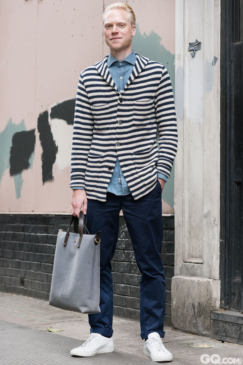 Sam Jacket: Borino T-shirt: Drakes Trousers: Acne Shoes:	Common Projects  Bag: Mismo   Inspiration: Today was a mix of different shades of blues (今天就是让深浅不一的蓝色混搭起来)