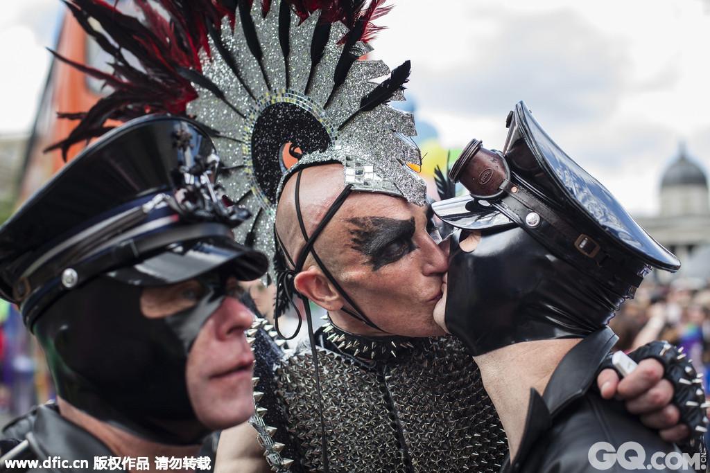 说到同性恋骄傲大游行,当然少不了英国伦敦。英国的同志骄傲是全球最大的同性恋庆典活动之一,每年会吸引数千人来参加游行和在城市各处进行才艺表演。