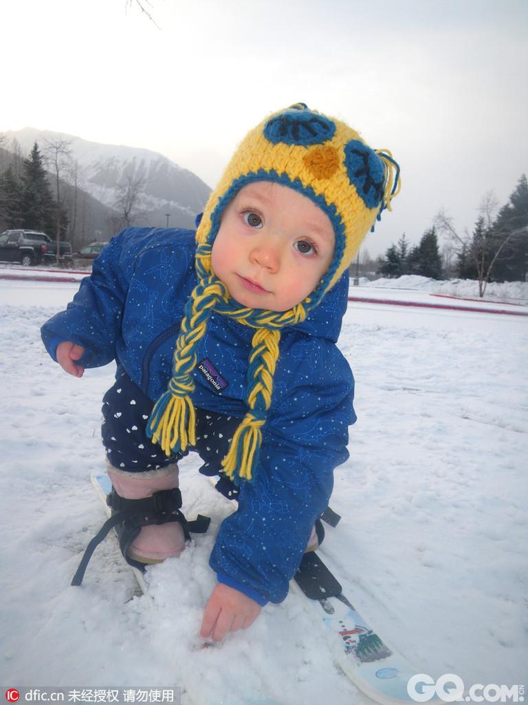 美国格伍德,2岁女萌娃aurora burns已经是小小天才滑雪运动员了,比起