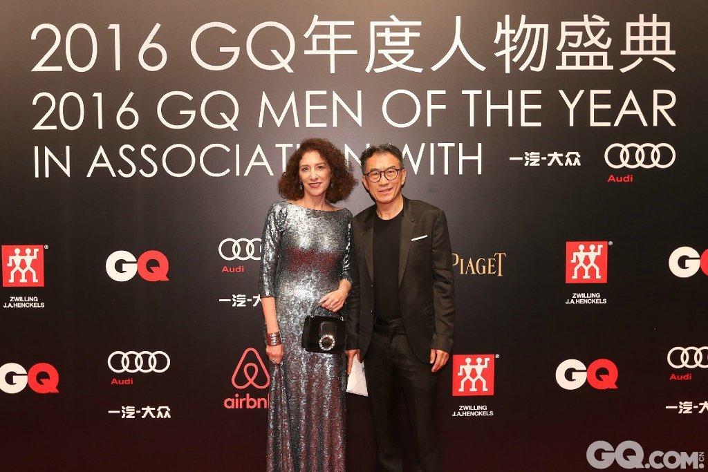 康泰纳仕中国总裁Liz Schimel与先生出席2016GQ年度人物盛典。
