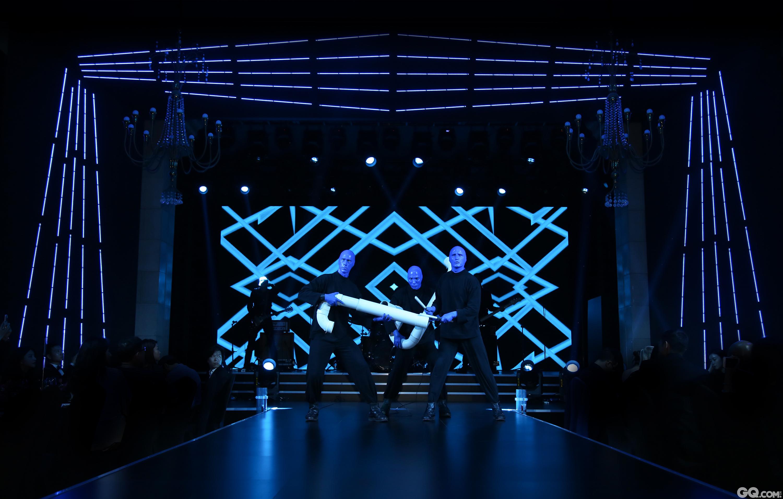 表演嘉宾美国百老汇Blue Man献上精彩开场演出!