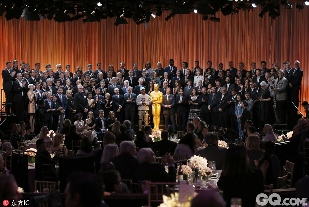 本周一,年度奥斯卡提名午宴在美国洛杉矶举行,娜塔莉·波特曼、维奥拉·戴维斯、米歇尔·威廉姆斯、马特·达蒙、奥克塔维亚·斯宾瑟、妮可·基德曼、戴夫·帕特尔和艾玛·斯通等人均有出席。
