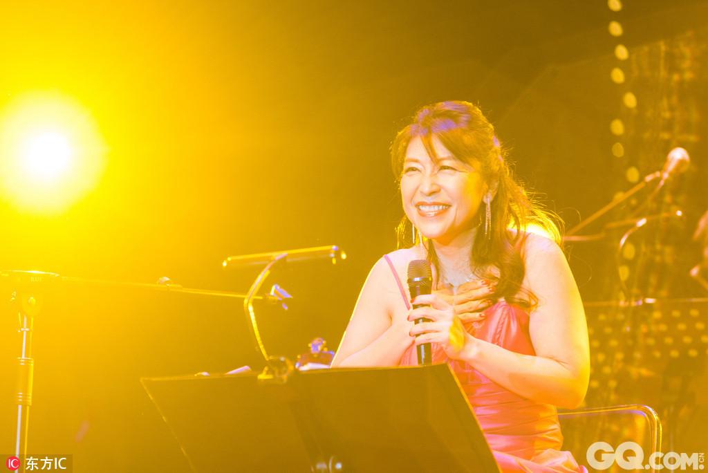 除了最原始的Bossa Nova,丽莎的音乐还融合了法国香颂、经典爵士乐等乐风,并结合了加勒比、地中海、夏威夷、非洲、中东等地方音乐。