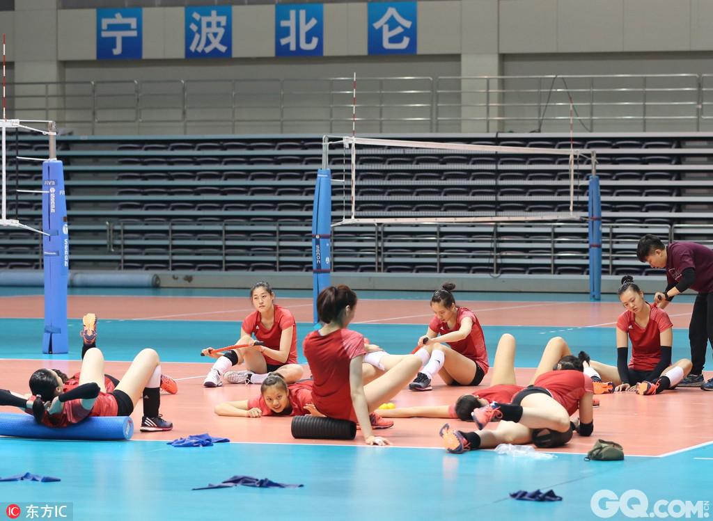 2017年6月15日,浙江宁波,中国女排抵达浙江宁波北仑国家女排训练基地,短暂休整后立刻投入训练。