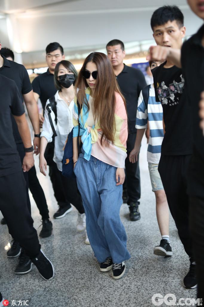 2017年7月14日,上海,田馥甄现身上海机场。