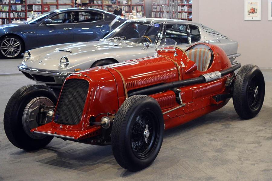 三款极具历史价值的玛莎拉蒂老爷车在1号展馆展出,它们分别是:全球限量6台的1934年款6C34,搭配有Frua高档皮革车身的1964年款Mistral轿车运动版,以及全球唯一一辆1974年款Tipo 124;同台展出的还有玛莎拉蒂Ghibli S Q4轿车,此款车型系配有杰尼亚特别版内饰及Q4全轮驱动系统的特别版车型,目前仅生产一台。