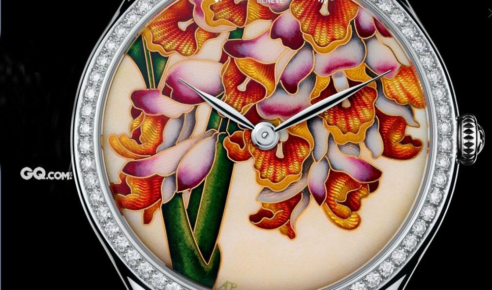 故宫现在留存的珐琅怀表收藏,都是历经百年沧桑而色泽如初的佳品。珐琅怀表和座钟的兴盛时期,是在清朝康熙年间。因为康熙对珐琅工艺有着极高的兴趣,所以这方面的收藏在当时达到了巅峰。