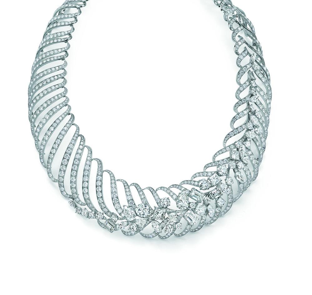 """""""海浪韵律""""镂空项链,由大小渐变的圆形钻石和铂金打造而成。 蒂芙尼工匠历时超过800个小时倾心倾力打造"""