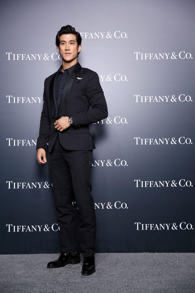 "李治廷佩戴让·史隆伯杰设计的""石上鸟""胸针,Tiffany CT60腕表及Tiffany T手镯"