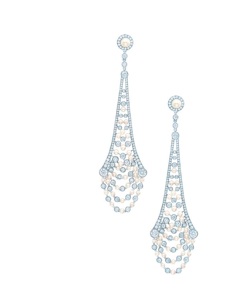张瑶佩戴铂金镶嵌钻石及珍珠流苏耳坠