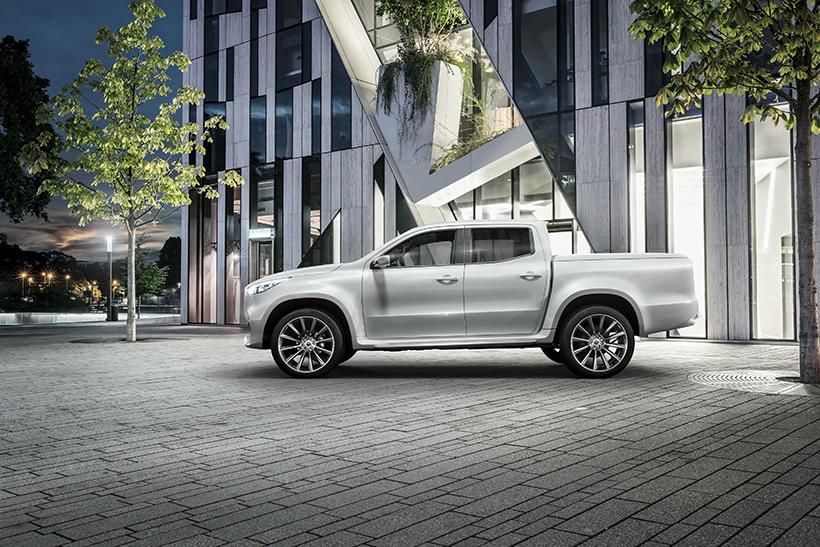 而在动力方面,X-Class则有着名副其实的V6柴油发动机,并拥有4Matic全时四驱系统和低俗扭矩放大挡以及两个差速锁。同时,1.1吨的装载能力和3.5吨货物的拖拽能力也是让它不负其名。