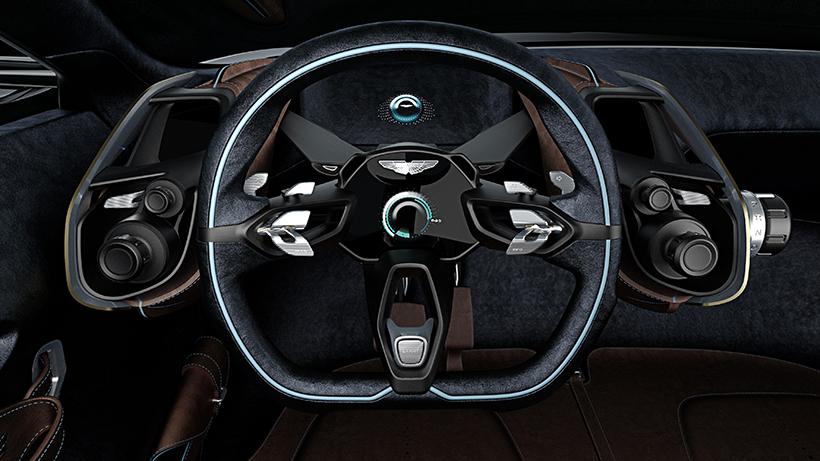 纯电动驱动系统也算是顺应时代的发展,而电动机位于车轮内侧,可以实现四轮驱动。此外,新车还配有动能回收装置。这样的设计,即使在尚未得知续航里程的情况下也能猜得出DBX必然拥有喜人的成绩。