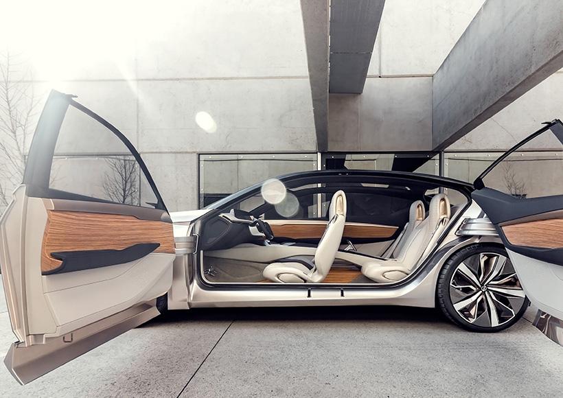 随处可见的棱角线条,夸张的侧身凹陷以及悬浮式车顶设计都让曾经温文尔雅的Nissan多了一份骚气。