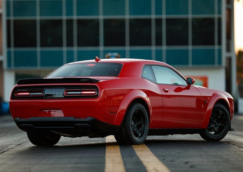 新车配备宽体套件,轮胎规格为315/40 R18,拥有任何生产车中最宽的前轮胎。