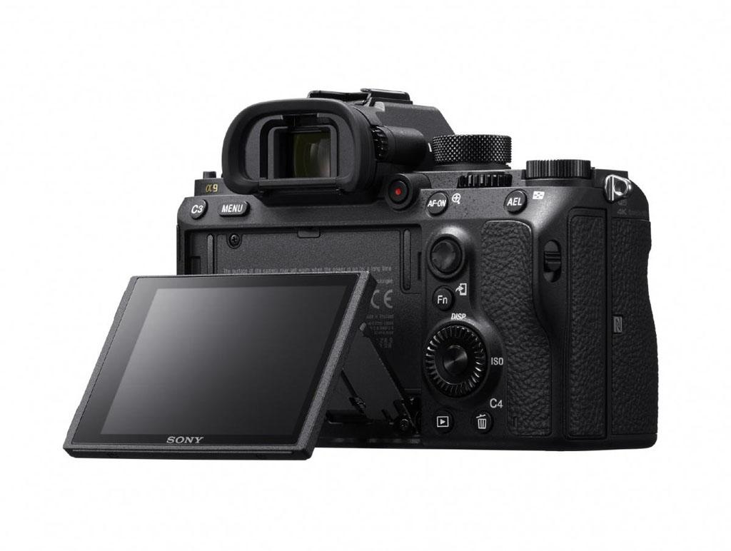 NO.4 索尼A9 作为全球四大相机生产商,索尼也不甘落后,在此次展会上索尼就展出了全新旗舰手机A9。此款相机支持感光度ISO204800、20FPS的电子快门无黑屏连续追焦和测光的连拍、5fps的机械快门连拍,听着这些专业的名词和功能,就知道它的功能很专业。此款相机具有防抖功能,可以实现4K视频的拍摄。此款相机的功能很强大,目的就是要和其他厂商竞争专业的体育摄影市场。