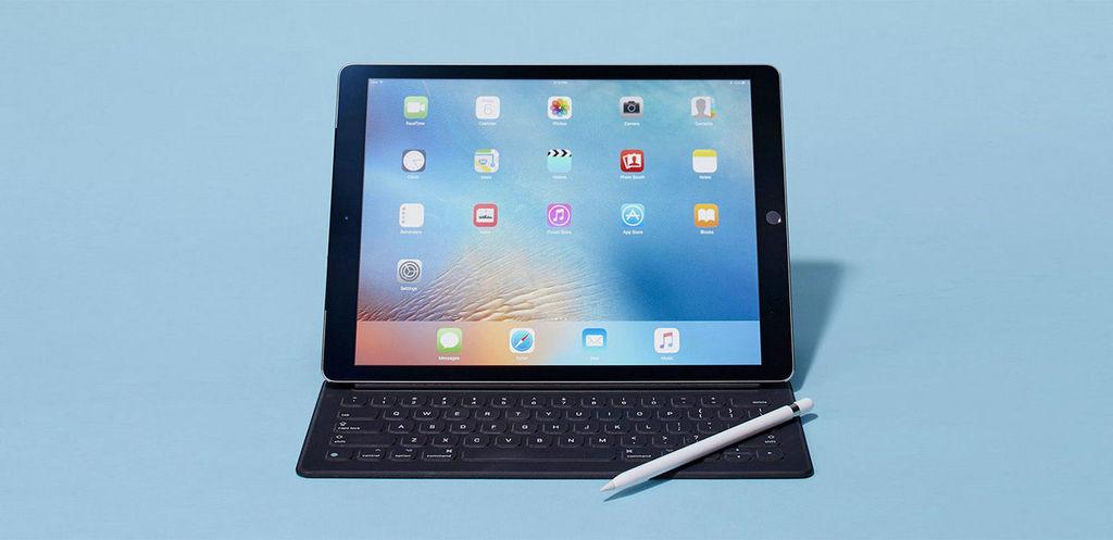 最后,说一下尺寸方面,9.8×6.8mm的长宽尺寸,使得该机型配合外置键盘恰到好处,即便是与Smart keyboard一起携带,负重感也较为舒适。