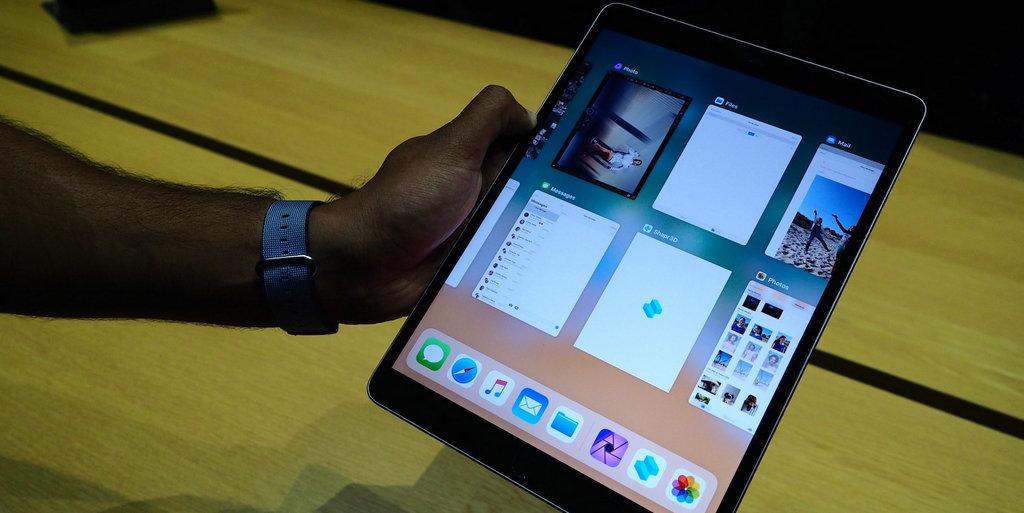 内置的iOS 11系统,在使用过程中还是让人有耳目一新的感觉,例如Dock的植入,为用户提供了便捷服务,可以轻松浏览最近的APP应用,同时在进行一项应用过程中,打开另一项工作,两项操作同时进行。