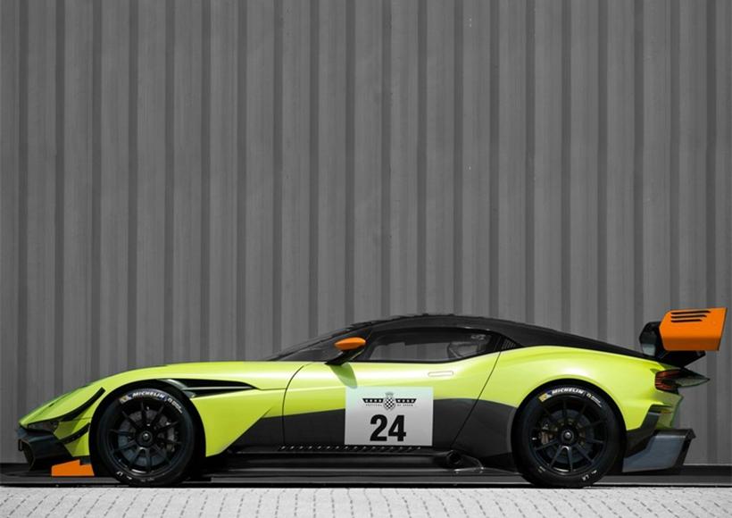 动力方面,预计新车将依旧搭载普通版Vulcan车型的动力总成,7.0L V12的自然吸气发动机可以提供超过588kW的最大功率。传动系统匹配一台6速序列式变速器。