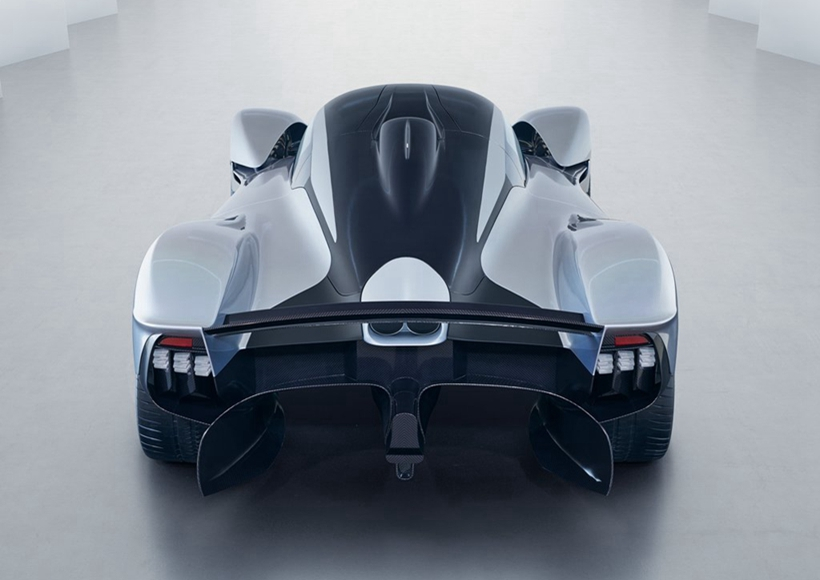 Aston Martin与其在F1场上的合作伙伴Red Bull车队共同推出顶级超跑——以北欧神话中的女武神为名的Valkyrie。