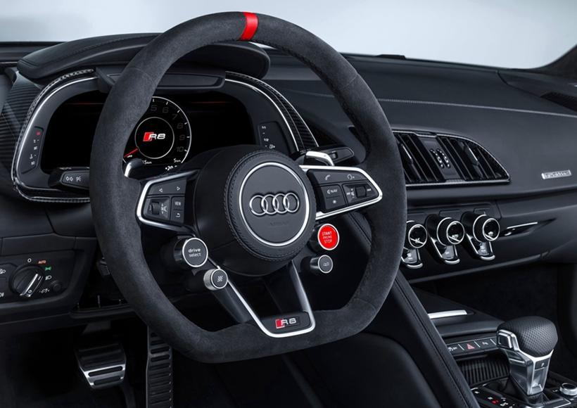 根据官方消息称,奥迪R8车型在搭载了performance parts套件后,在极速(330km/h)的情况下其下压力增加了100公斤,达到250公斤。动力方面预计新车不会发生变化。