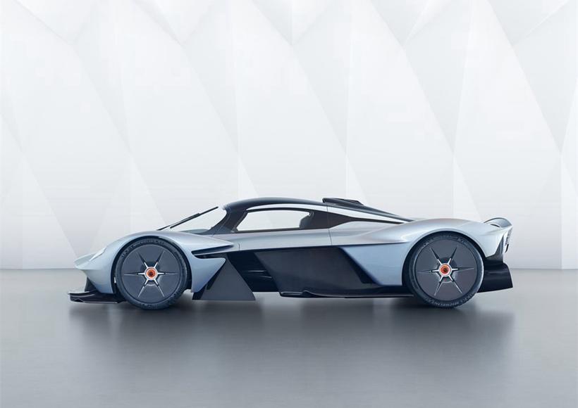 搭载一具拥有千匹马力的6.5升V12自然进气引擎,以及由Rimac所提供的F1动能回收系统,综效输出1,130匹,车身则几乎全数以碳纤维打造。