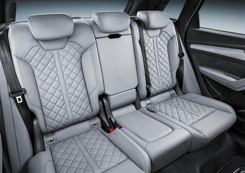配有带疲劳提醒功能的驾驶员注意力辅助系统,该功能可监测记录车主日常驾驶操作转向、油门、刹车等习惯,当系统发现在一段时间里(15分钟到20分钟)驾驶者的这些操作动作逐渐变得缓慢时,系统即默认驾驶者处于疲劳状态,并在驾驶员信息系统显示屏上显示疲劳提醒,同时发出警示音以提醒驾驶者及时休息,避免可能因疲劳引发的危险。