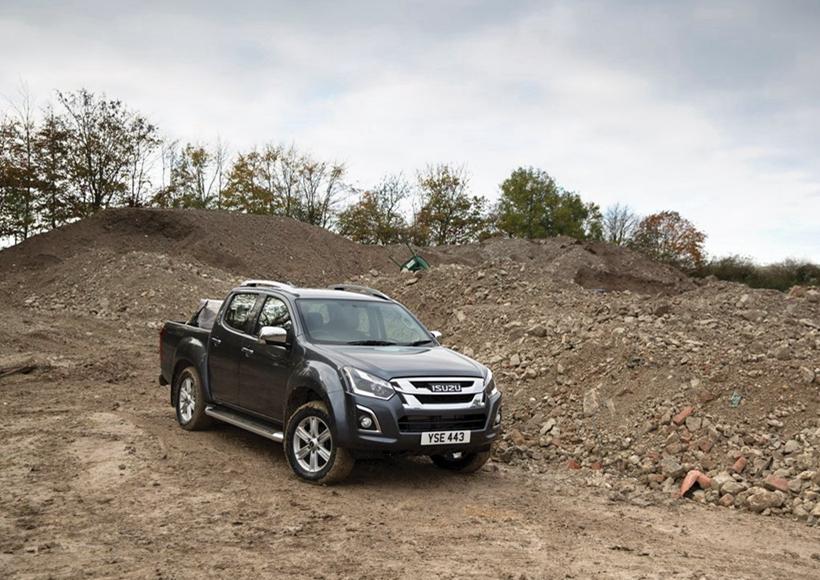 对于新一代D-Max,最大的变化是在发动机罩下,配备了全新的1.9升涡轮增压柴油发动机,产生164 PS和360 Nm的扭矩。该发动机基于D-Max的主力特征,并保持3.5吨的牵引能力和超过1吨的有效载荷,同时提供更安静,更精致和经济的驾驶体验,能满足日常出行、周末自驾等多种需求,对于追求性价比的消费者来说再合适不过了。