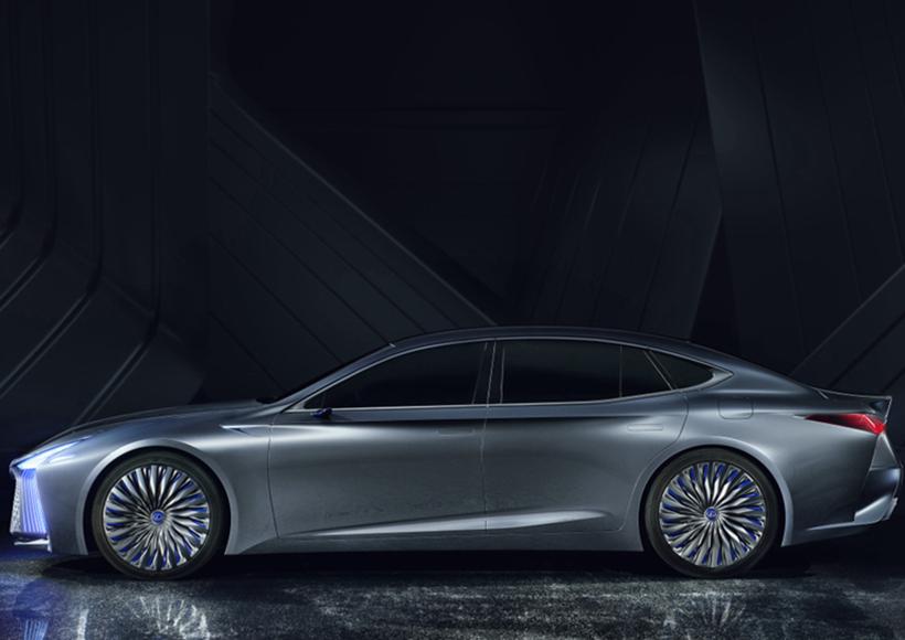 在此次东京车展上,有不少最新亮相的概念车,让不少车迷通过它们,窥探到了在未来,交通工具可能变成的样子。而最让人眼前一亮的概念车肯定不能少了Lexus LS plus Concept。光是从外观上看这台概念车,就觉得充满了未来感,纺锤形前脸造型充满了侵略性和科技气息。