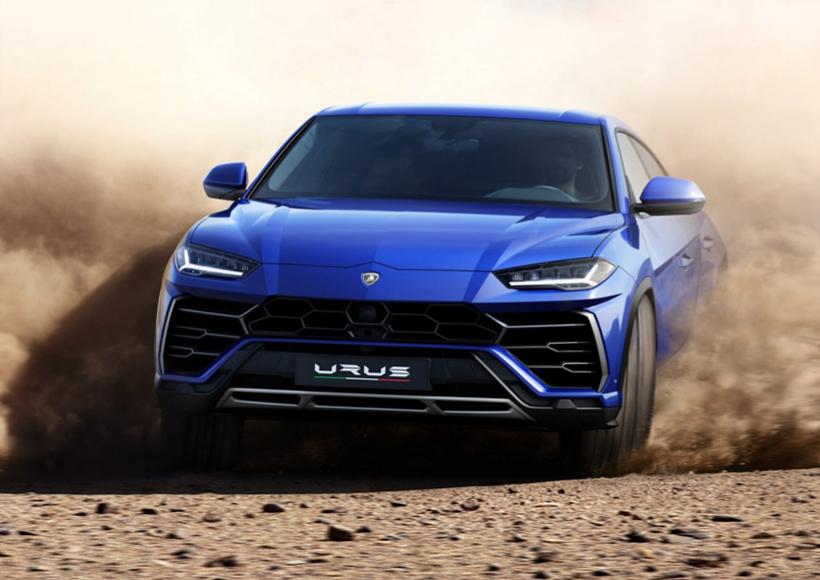 在汽车内饰方面,Lamborghini Urus也同样没有让人失望,布局设计和飞机驾驶舱的相似度极高,能让驾驶员享受最大程度上的驾驶快感。与此同时,STRADA(街道)、SPORT(运动)、CORSA(赛道)、SABBIA(砂石)、TERRA(越野)、NEVE(雪地)和EGO(自定义)这七种驾驶模式,可以随意进行切换,满足了驾驶员的不同需求,可谓是自由自在。