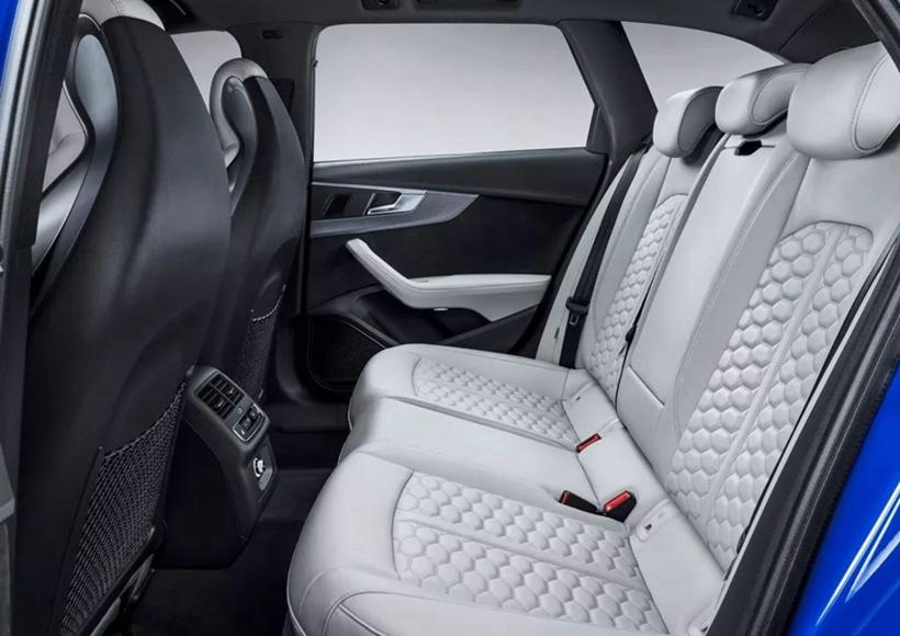 在设计生产Audi RS Avant的过程中,设计师们从Audi 90 quattro IMSA GTO上使用的众多赛车细节上获取了很多灵感,并将其付诸现实。