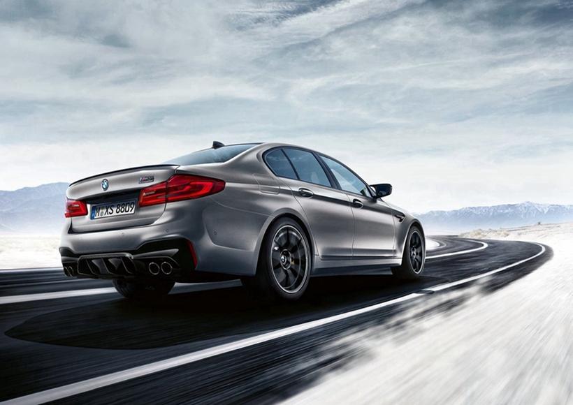 而4.4T V8双涡轮增压发动机最大功率则上升了25PS,达到了460kw,十分可观。